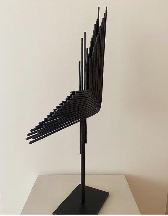 JAVIER ALOY Escultura. Múltiples formas y distintos materiales, inspiración en la vanguardia. Esculturas llenas de ritmo, equilibrio y fuerza.